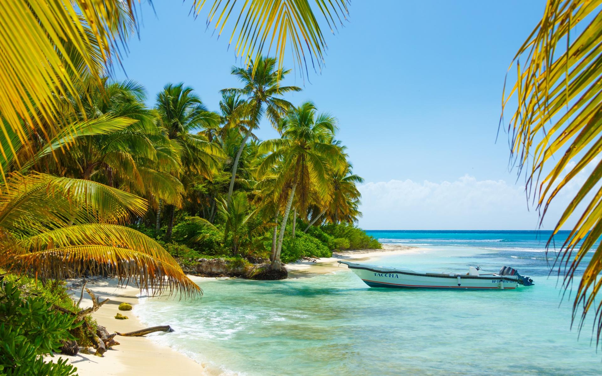 boat-in-caribbean-14884763094mz